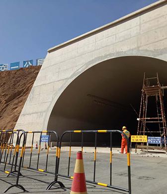 嵩昆高速杨梅山隧道
