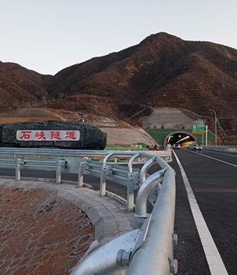 兴延高速石峡隧道